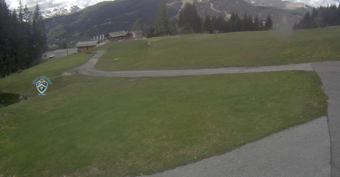 This webcam overlooks the blue Bruyeres ski slope in winter, which turns into the golf course in summer