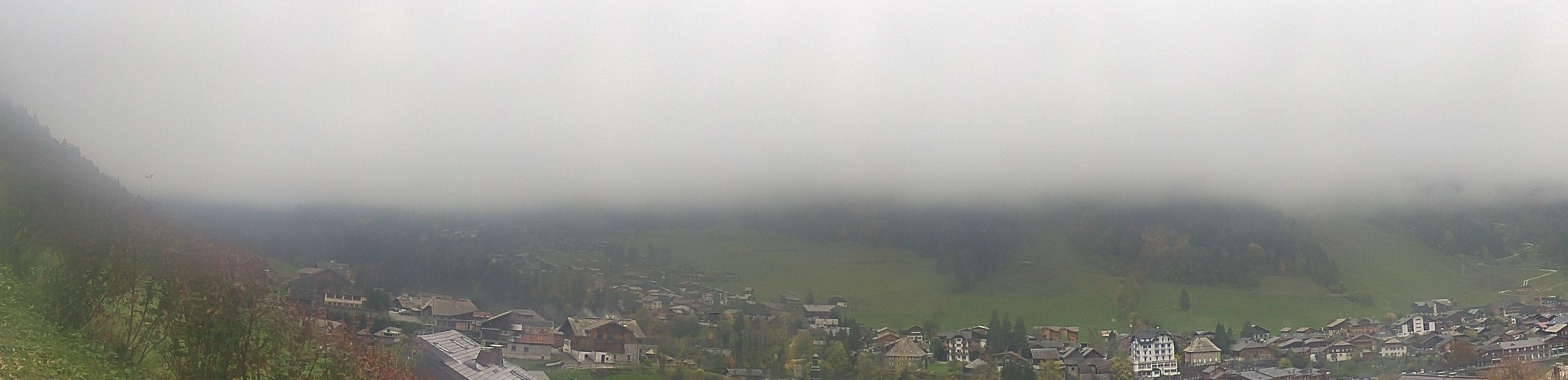 Webcam showing Morzine from opposite the Pleney