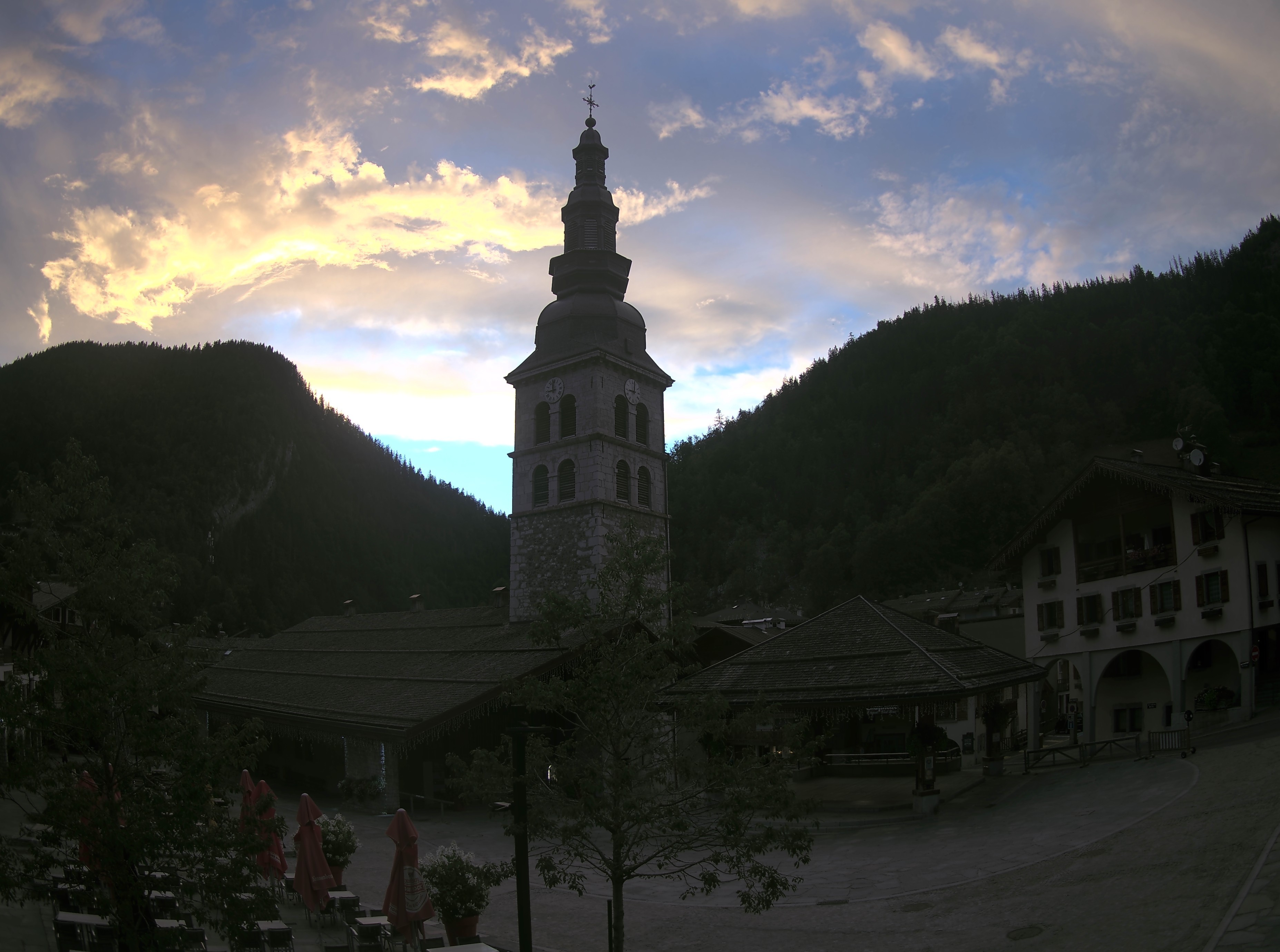 LA PLACE DE L'EGLISE LA CLUSAZ