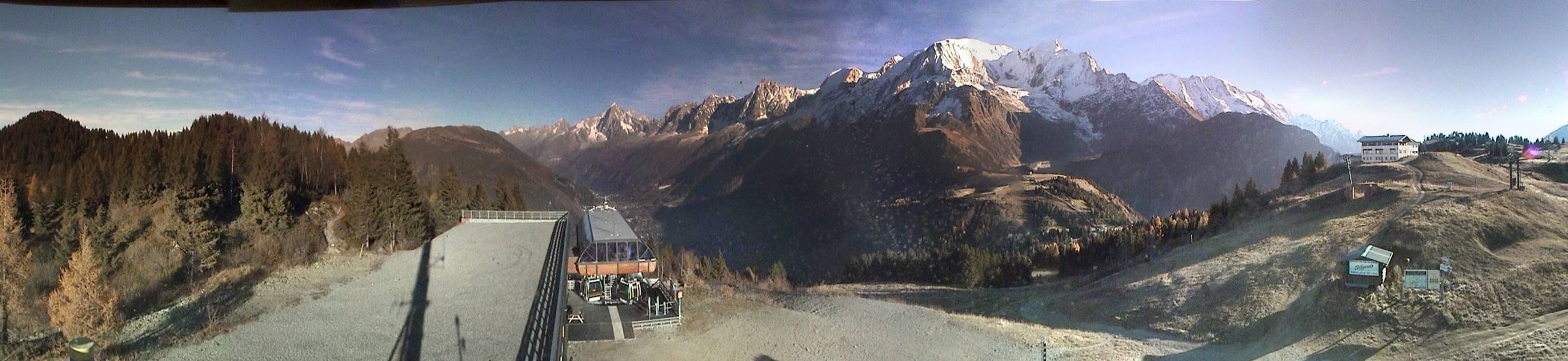 Panoramic Webcam at the Prarion gondola at 1850m, in the Les Houches Ski Area of Chamonix